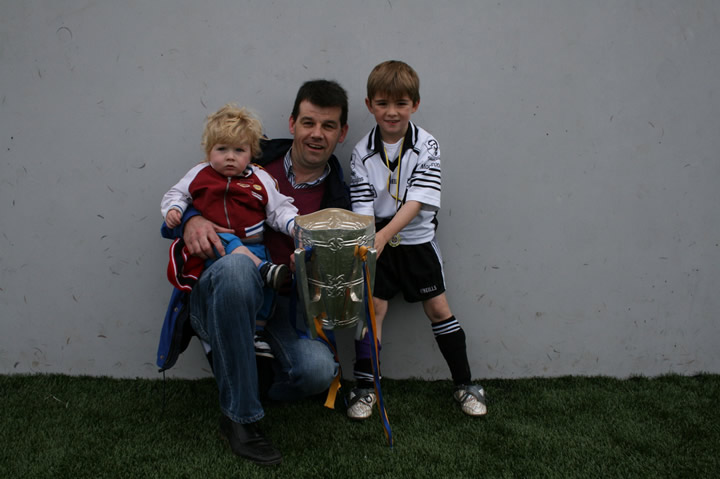 O DWYER fAMILY IN THURLES WITH LIAM MAC